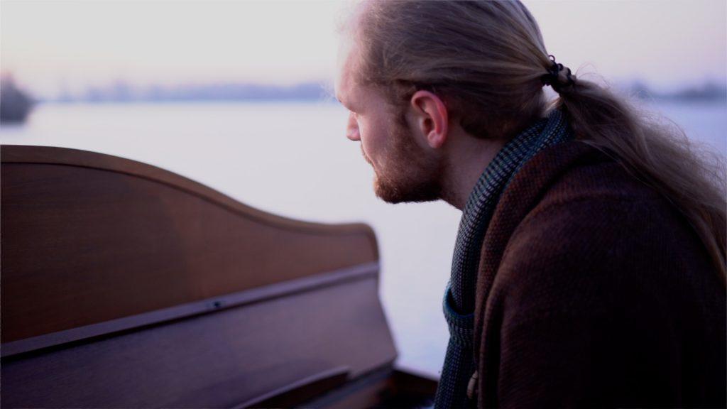 Jacco Wynia - Look above piano Newborn Sun Videoclip and teaser