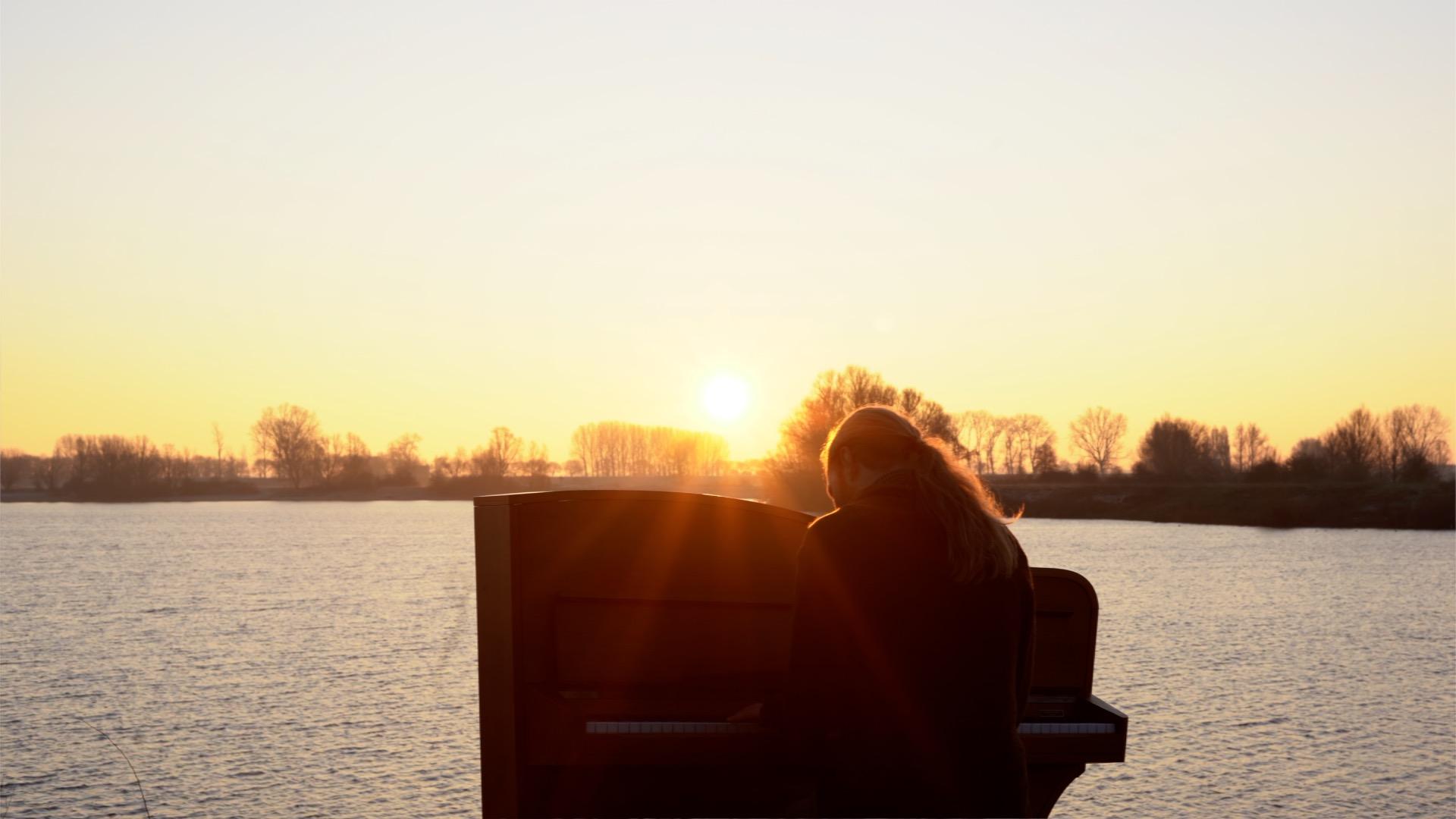 Jacco Wynia - Sun Piano yellow Newborn Sun Videoclip and teaser