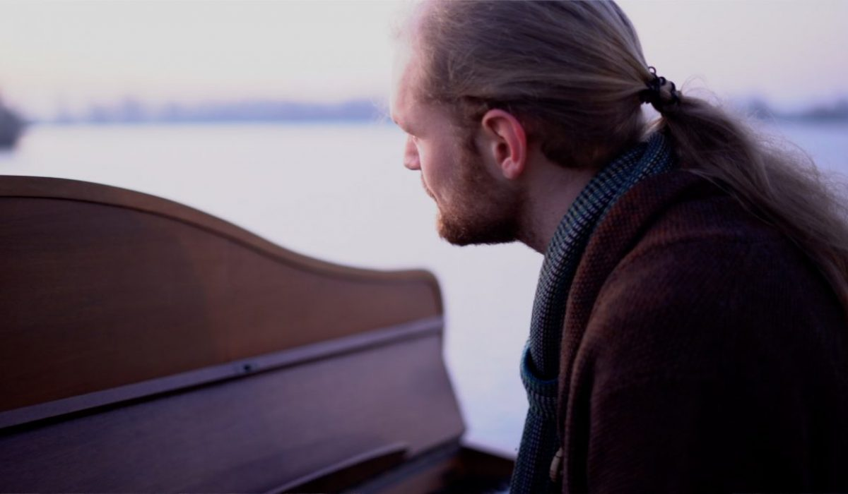 Jacco Wynia - Look above piano Newborn Sun Videoclip and teaser